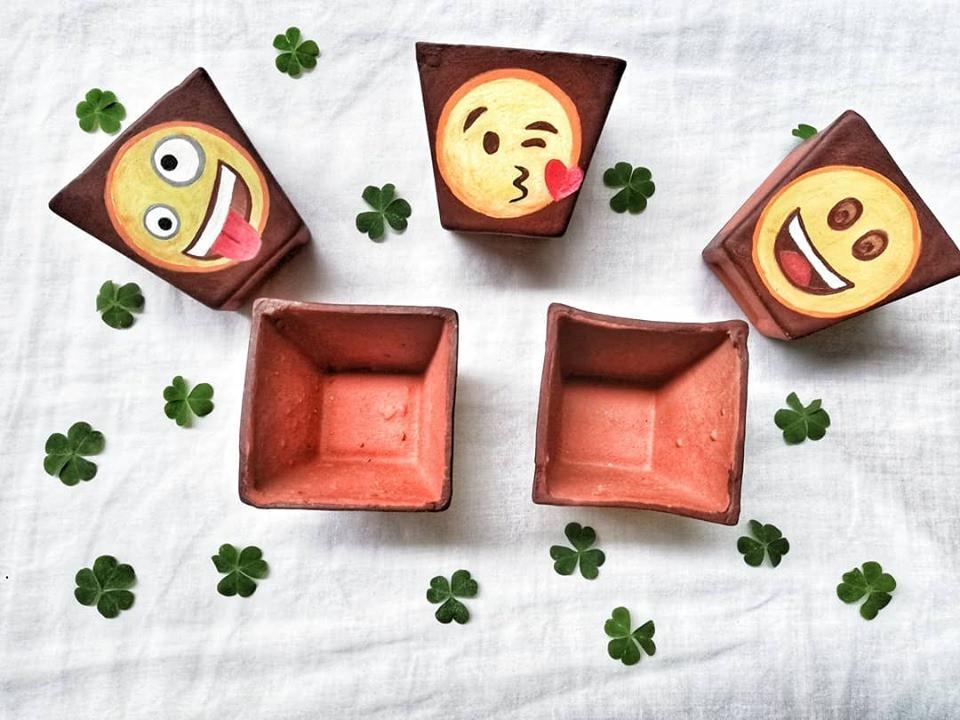 Emoji pots
