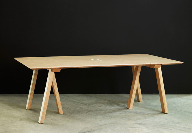KAVELLA TABLE