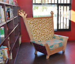 Throne reading chair