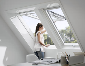 Top-hung roof windows