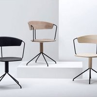 Uncino A Chair