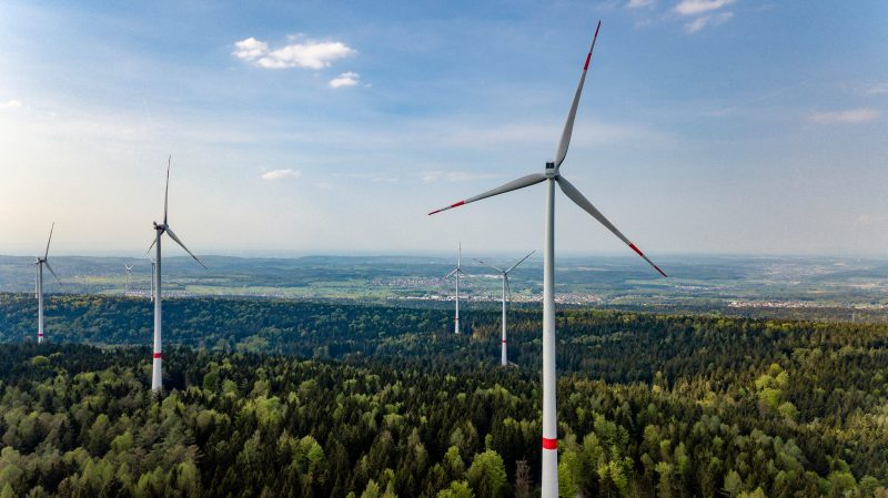 EU closes in on clean energy package, with Spain, Italy joining push for higher targets