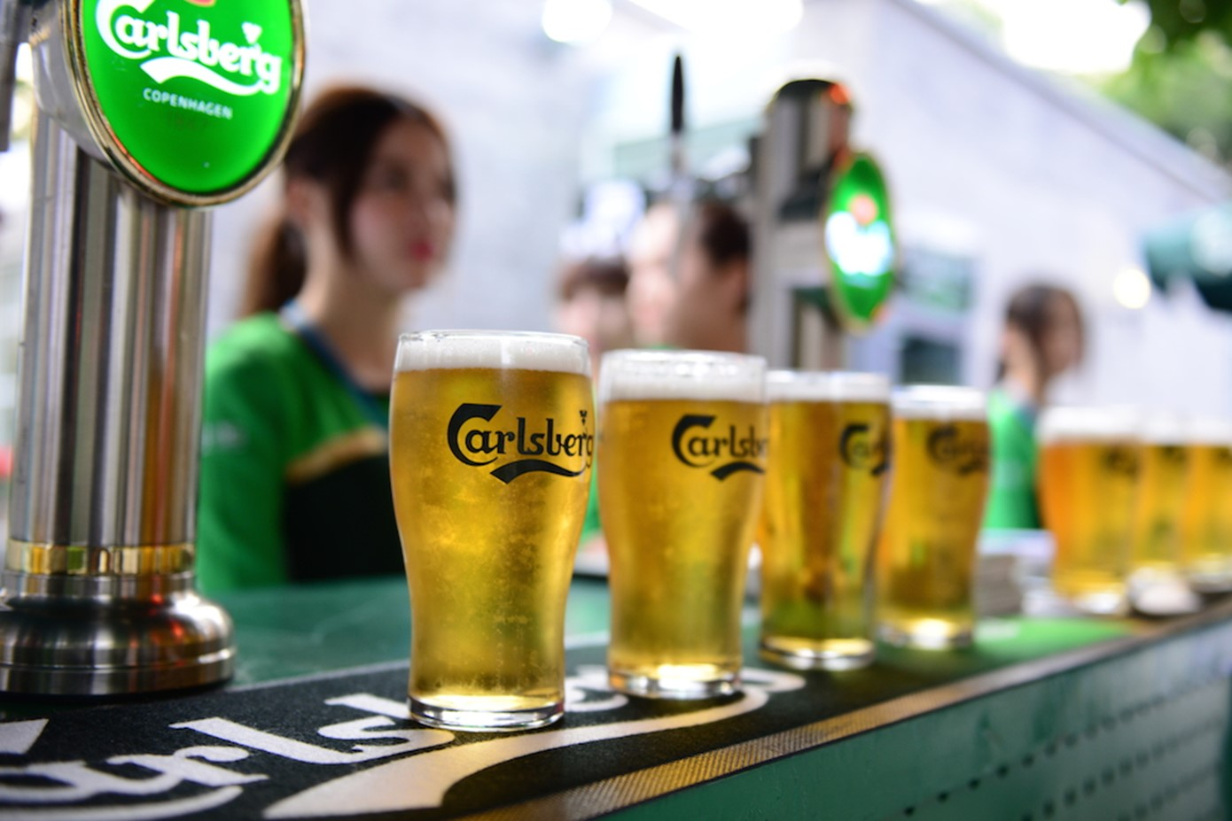 Major Beer Brand Ditches Six-Pack Rings for Recyclable Glue