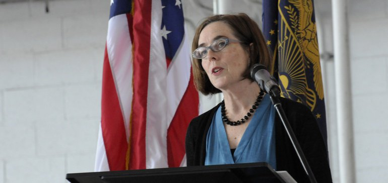 Oregon governor signs laws banning plastic bags, straws