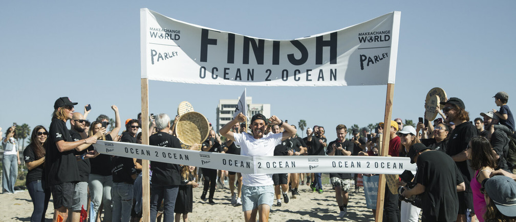 This man ran across the USA to raise awareness of plastic pollution