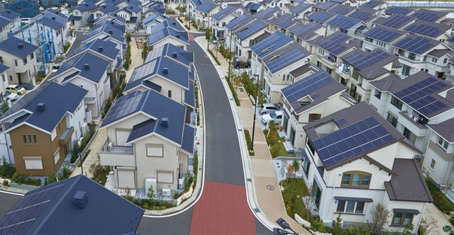 Australia just broke a major record for new solar panel roof installation